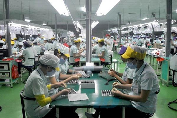 công nhân làm việc ca qua đêm