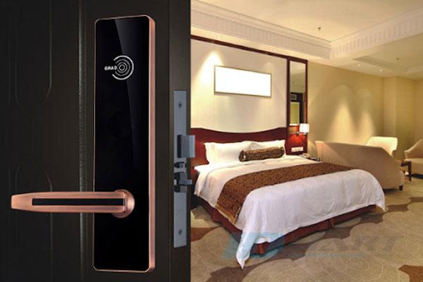 có nên mua khóa khách sạn giá rẻ?